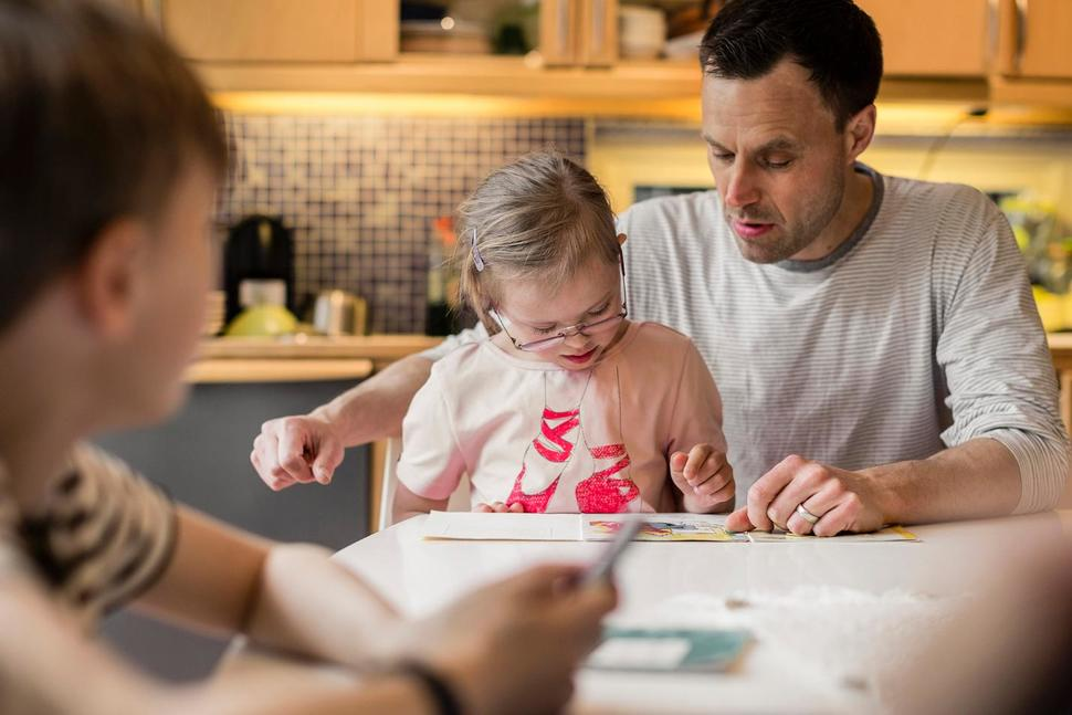 Are Dads as Torn Between Jobs and Family Life As Moms?
